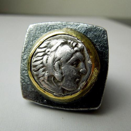 Anello con antica moneta Alessandro